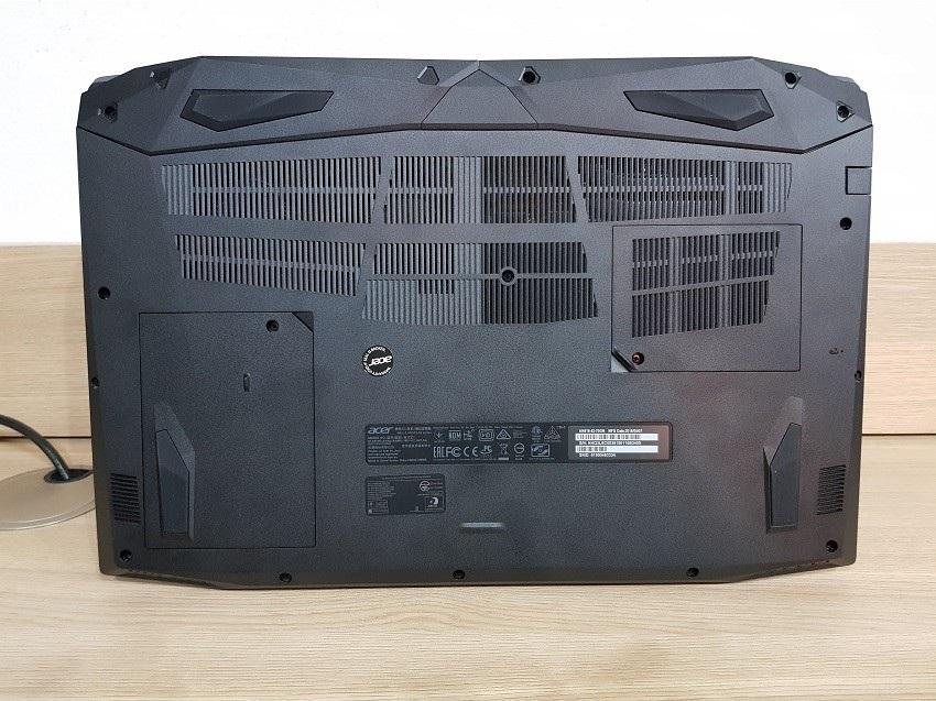 Acer Nitro 5 - Spodní kryt