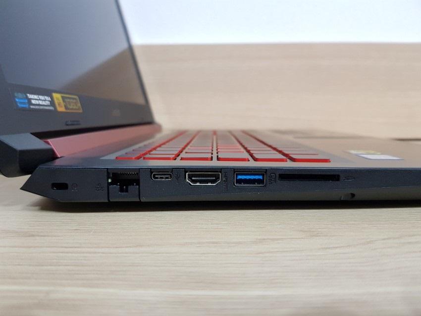 Acer Nitro 5, konektory