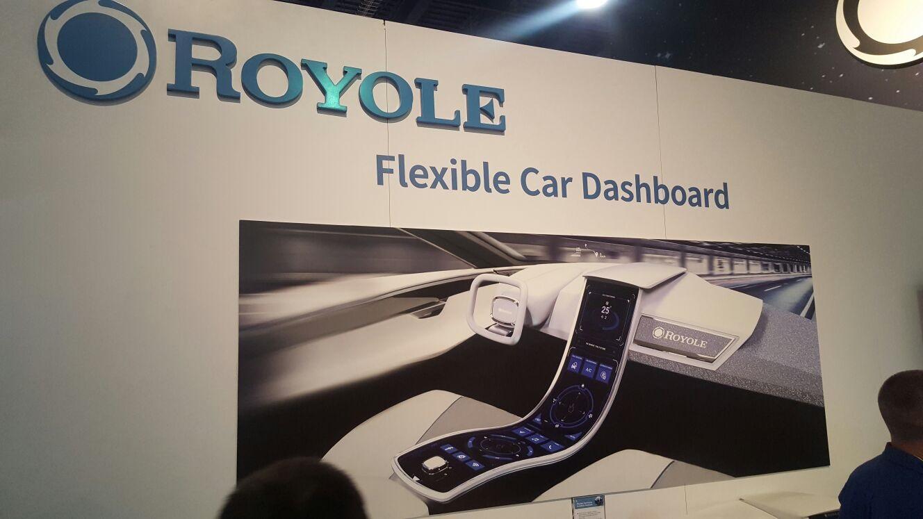 CES 2017; Royole; flexibilní přístrojová deska do auta