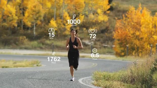 měří srdeční tep, uběhnutou vzdálenost, tréninkové funkce, GPS, monitor denní aktivity, monitoring spánku, upozornění, počítá spálené kalorie,