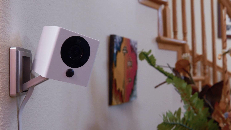Bezpečnostní kamera iSmartAlarm SPOT; magnetická základna