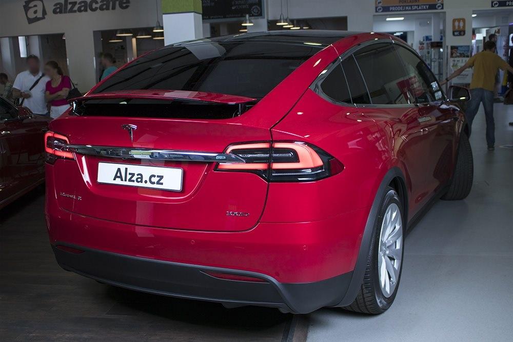 Tesla X modrá