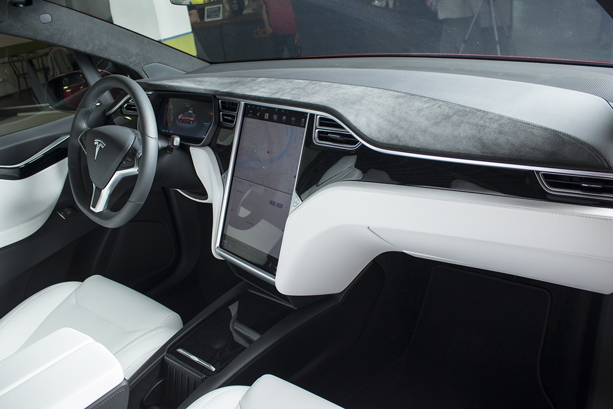 Elektrický automobil Tesla Model X, interiér