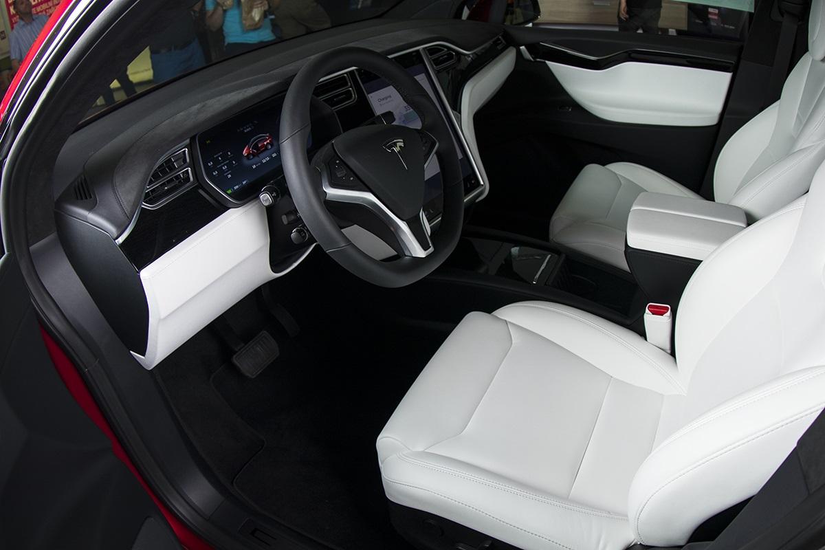 Tesla X bílá