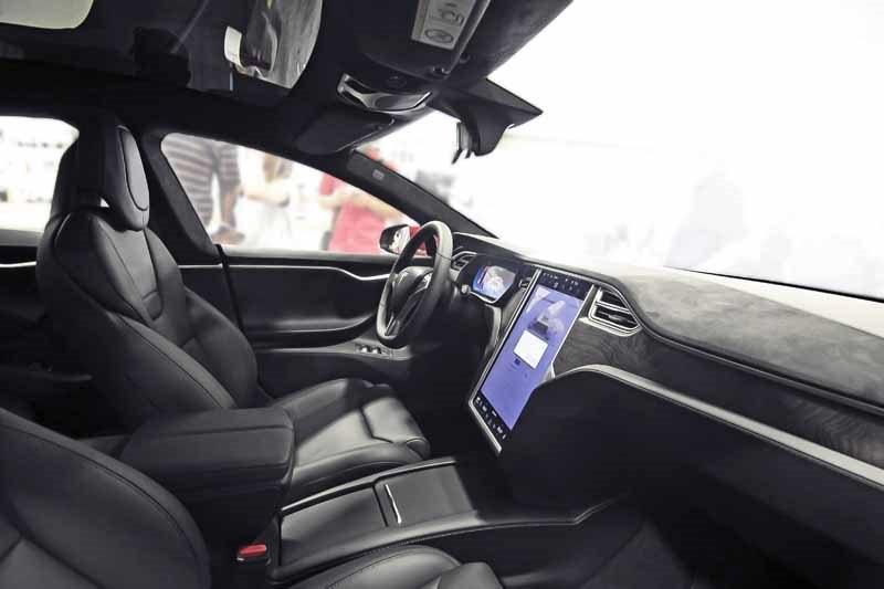 Elektrický automobil Tesla S, interiér