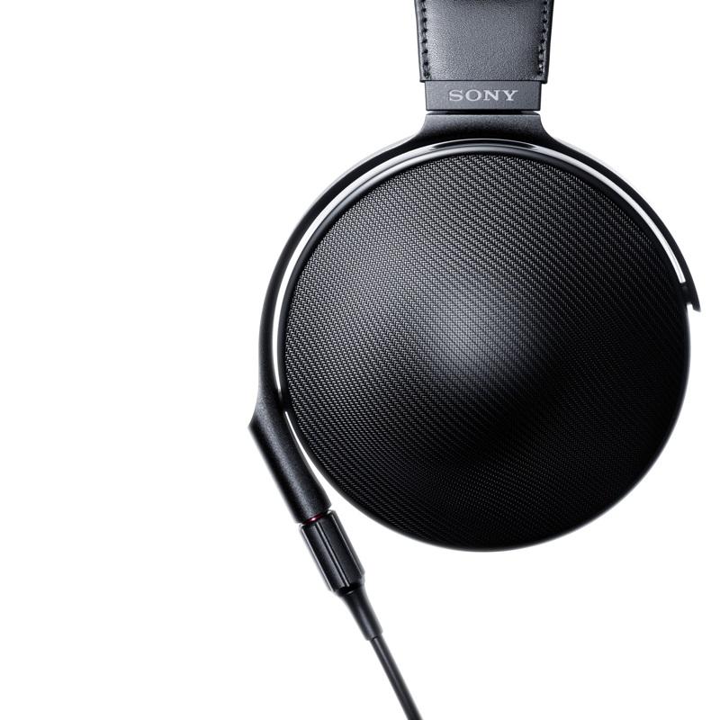 Sluchátka Sony MDR-Z1R; boční pohled