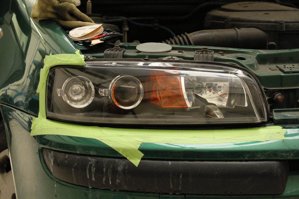 Leštění broušení světlometů renovace světel auta