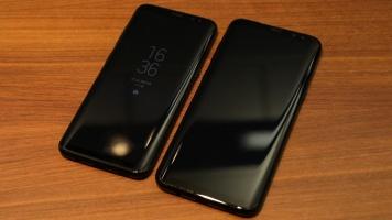 Vlevo Samsung Galaxy s8, vpravo větší Galaxy S8+