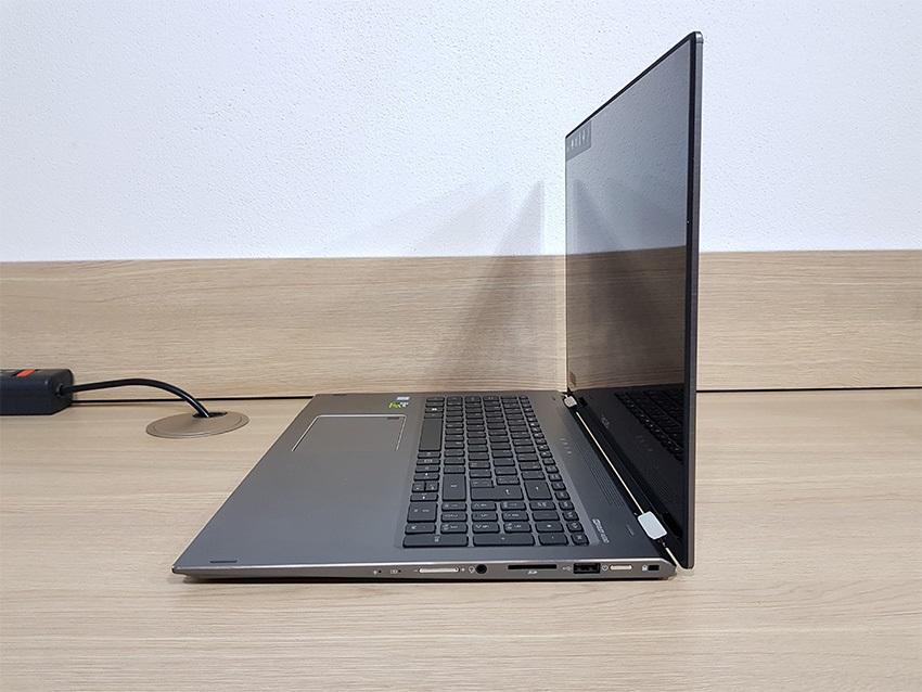 Acer Spin 5 – pravá strana