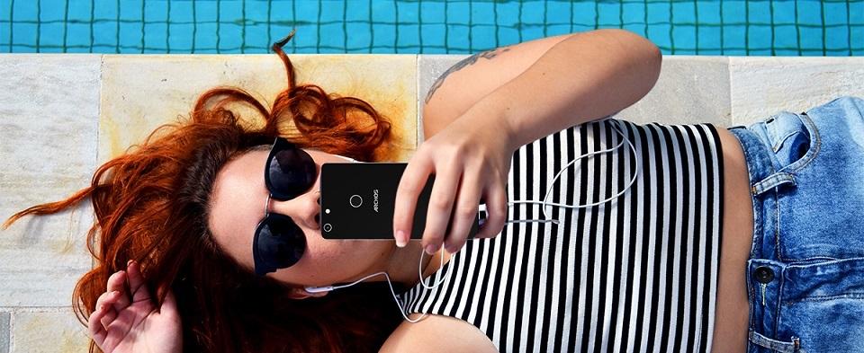 ARCHOS Diamond Selfie; stylový telefon