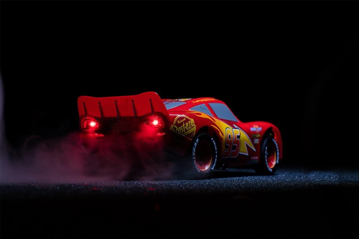 Ultimate Lightning McQueen; auto na dálkové ovládání ze světly