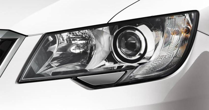 Škoda Superb, světlomet