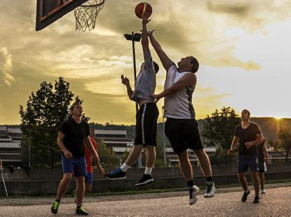 Jak vybrat basketbalový míč
