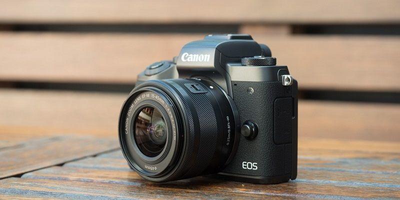 Canon EOS M5: návrat do světa bezzrcadlovek