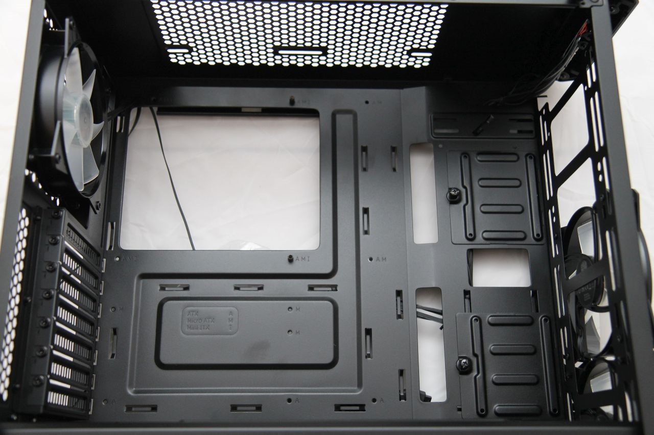 Cooler Master Masterbox MB500, recenze, PC skříň, SSD