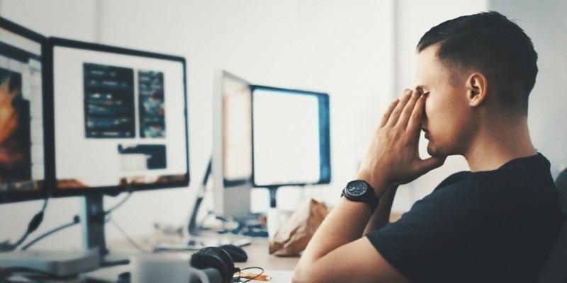 Flicker-free a filtry modrého světla – jak chránit své zdraví při práci s PC