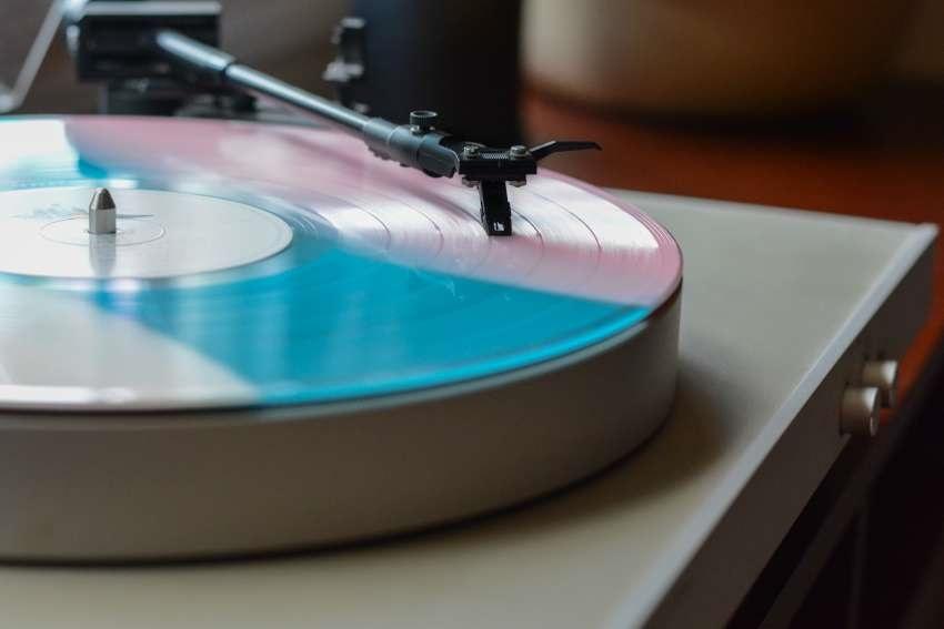 Moderní gramofon