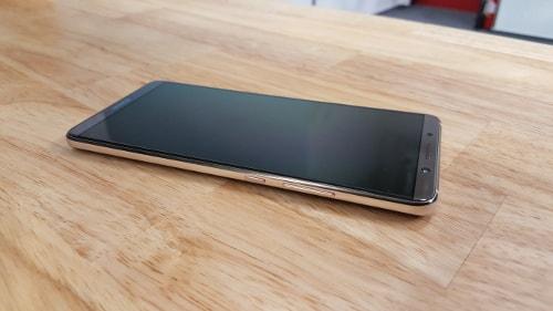 Huawei Mate 10 Pro, tlačítka