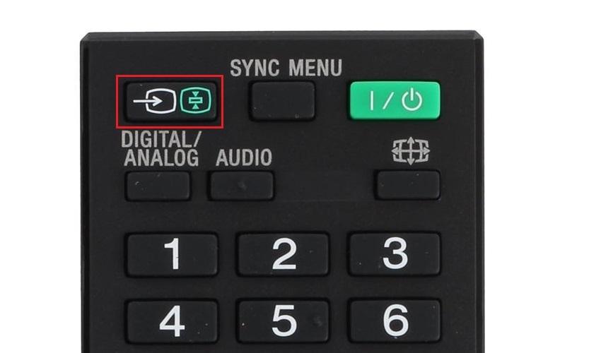 Proces propojení notebooku s televizí – tlačítko na ovladači