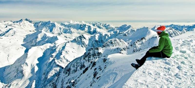 Výhled na vrcholky alpských hor