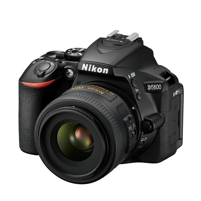 Nikon D5600 - s objektivem AF-S DX Nikkor 35mm f/1,8 G
