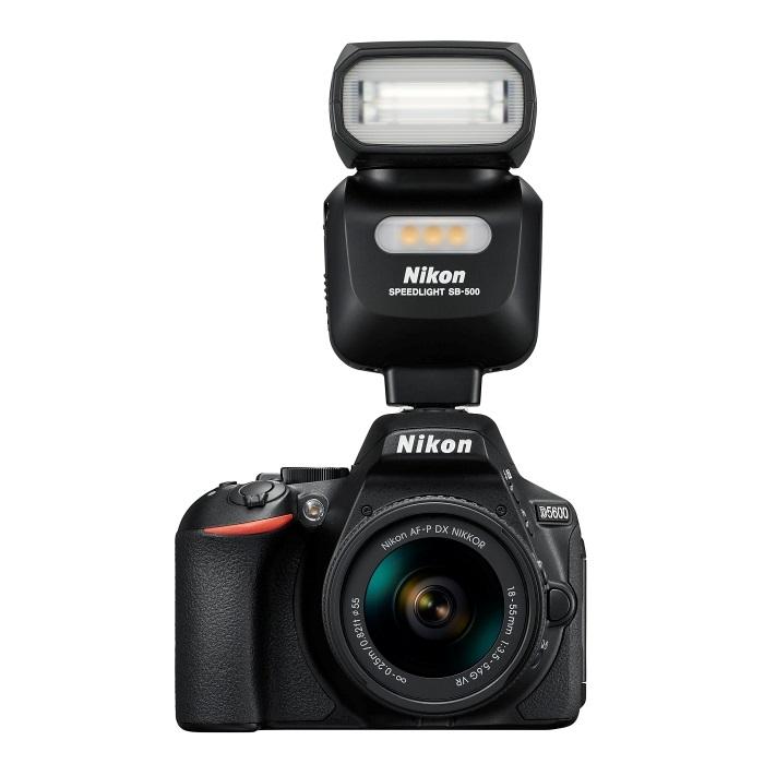 Nikon D5600 - s bleskem Nikon Speedlight SB-500