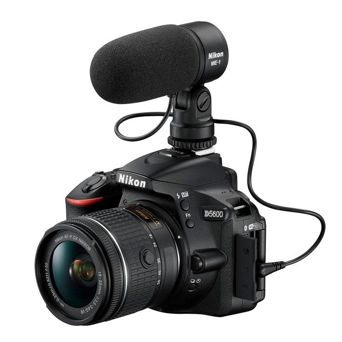 Nikon D5600 - s externím mikrofonem Nikon Me-1