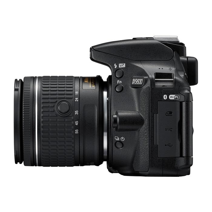Nikon D5600 - levá strana fotoaparátu
