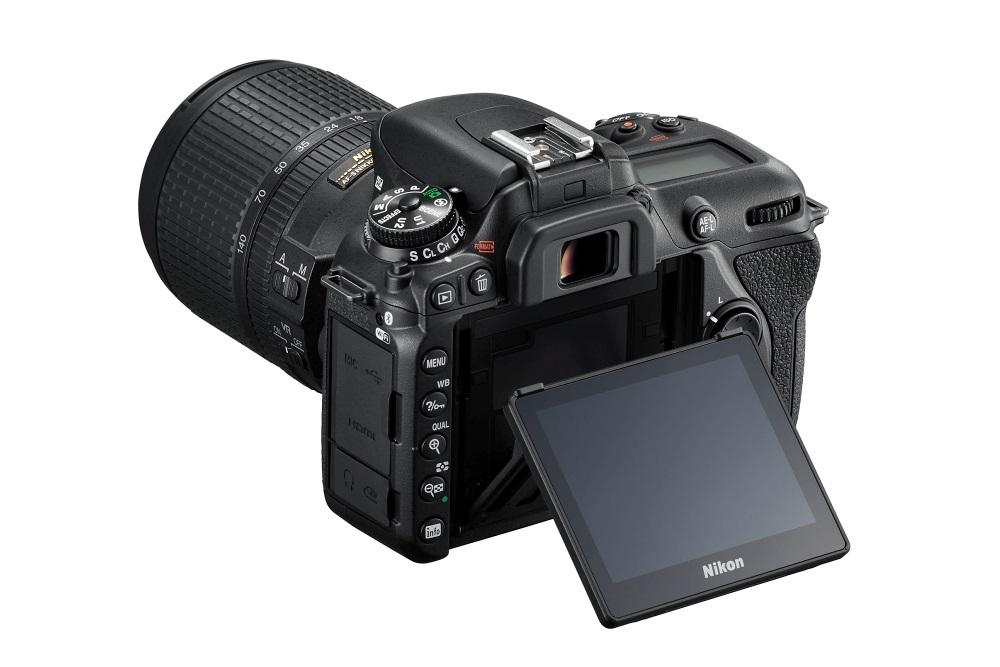 Nikon D7500; výklopný displej