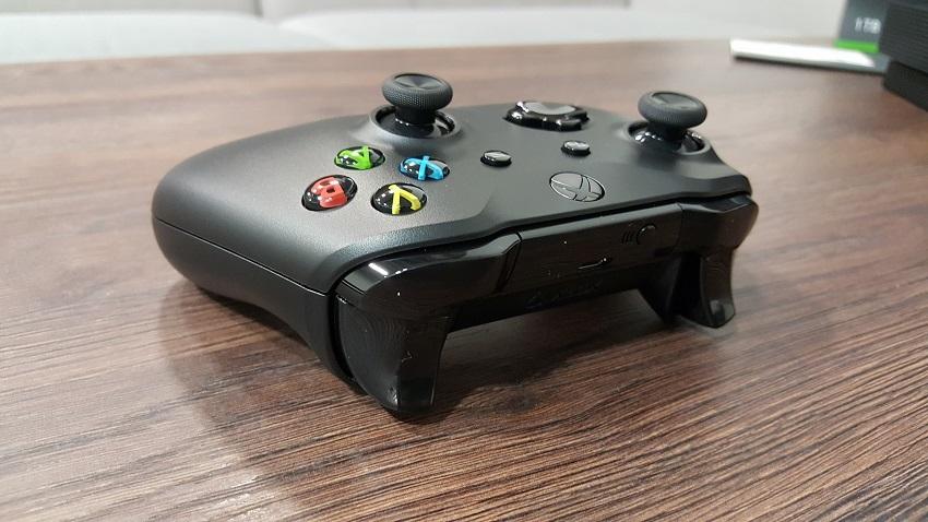 Xbox One X; krabice