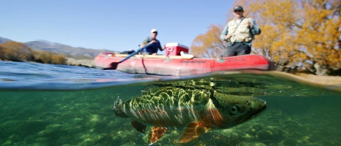 Rybářská dovolená; ryba; člun; rybáři
