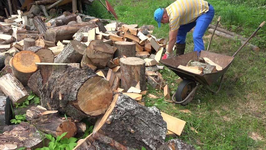 Špalky vs. štípané dřevo
