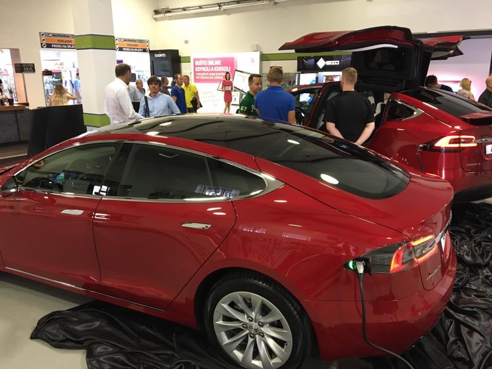 Tesla v showroomu v Holešovicích