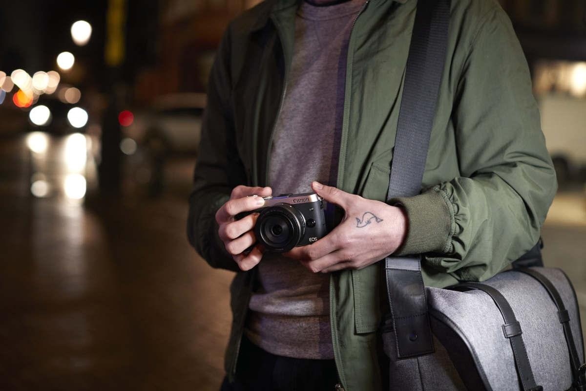 Canon EOS M6; fotograf; brašna