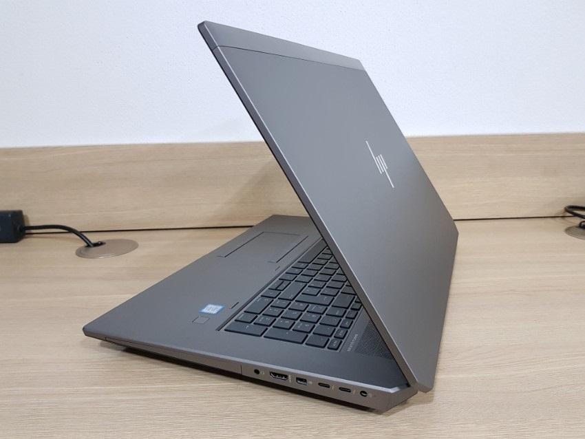 ZBook17G5; zadní strana a hrany