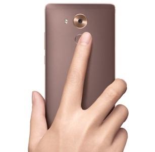 Mobil s otiskem prstu - čtečka otisku prstů vzadu