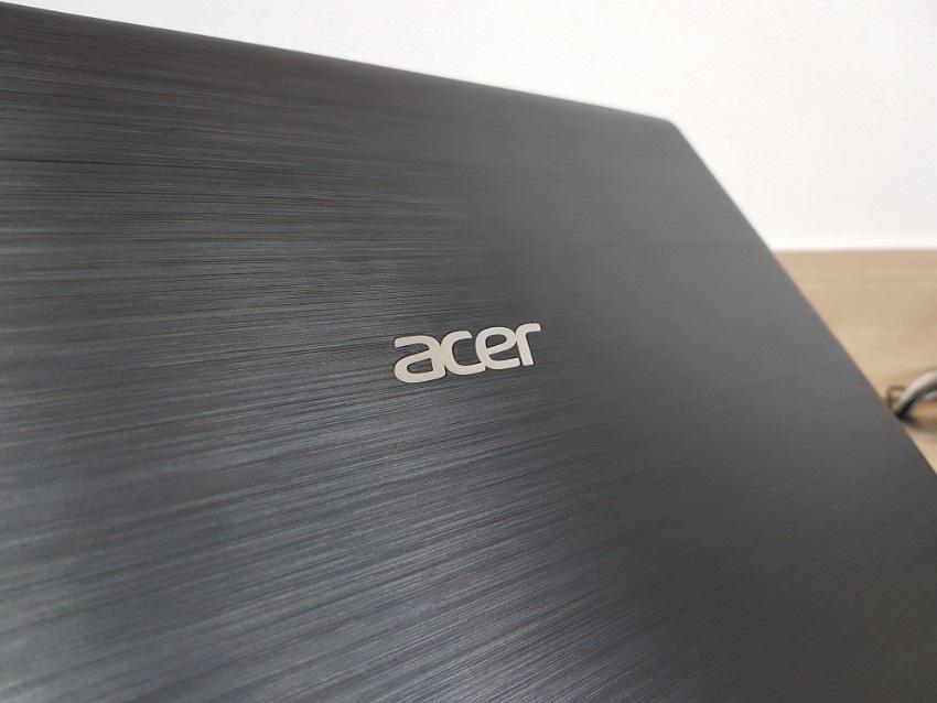 Acer Aspire 3; Acer Aspire 5; recenze; Textura krytu