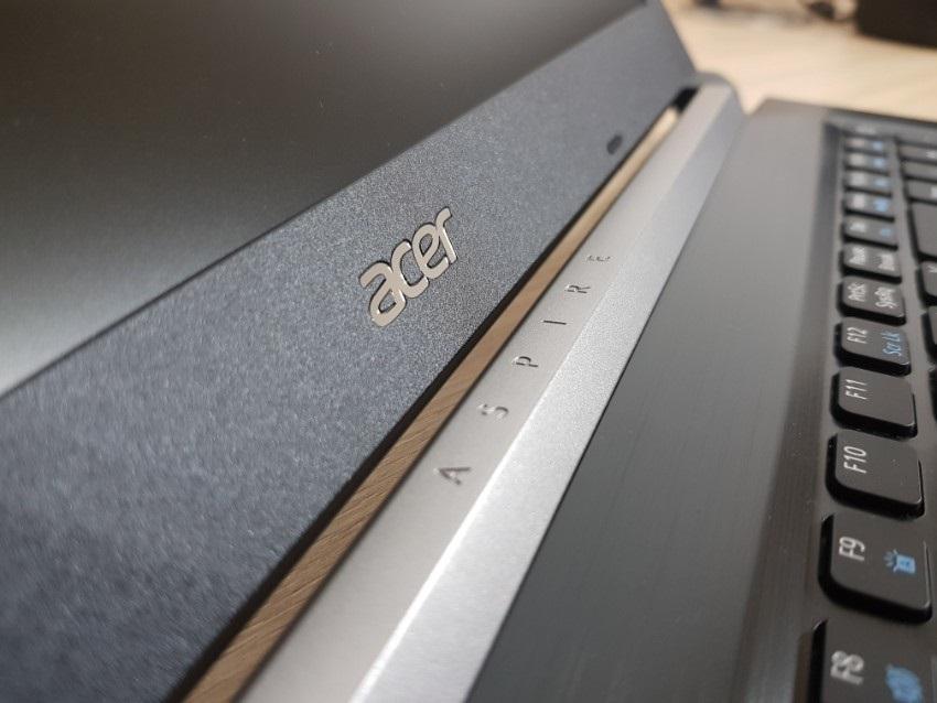 Acer Aspire 3; Acer Aspire 5; recenze; Krytka pantů