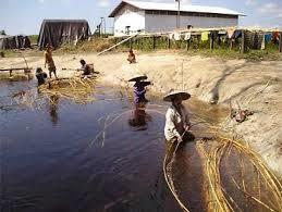 Ratan; mytí v řece