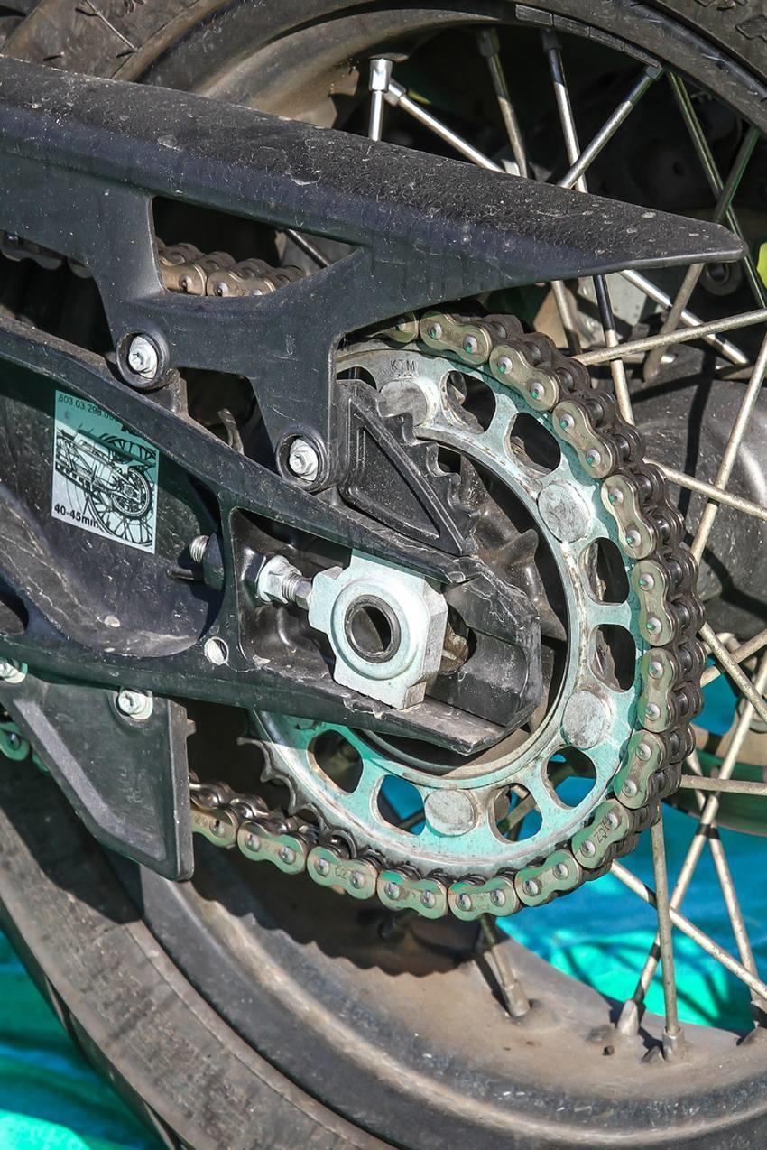 ACF-50 a Corrosion Block; nová motorka před použitím, řetěz