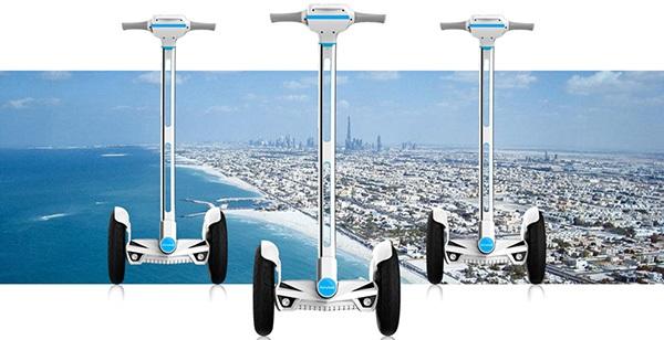 Chcete si zajezdit na futuristickém vozítku?