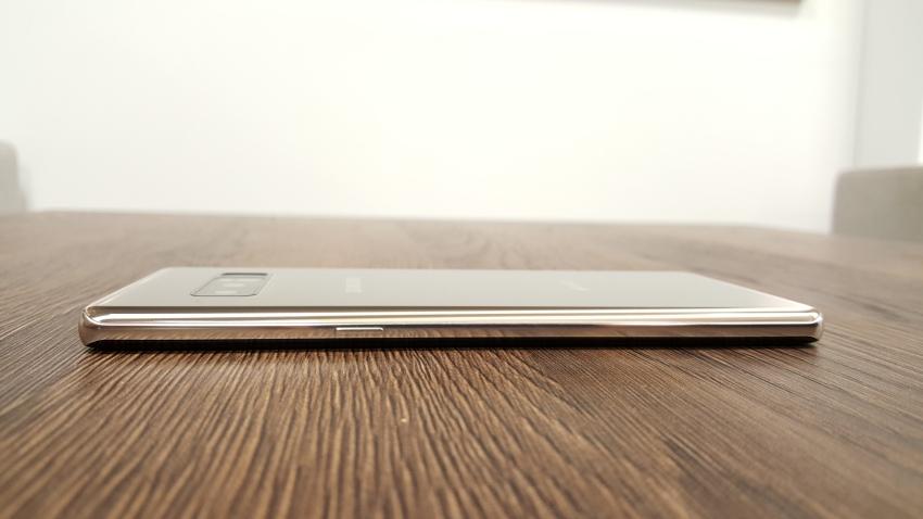 Telefon Samsung Galaxy Note8 – pravý bok