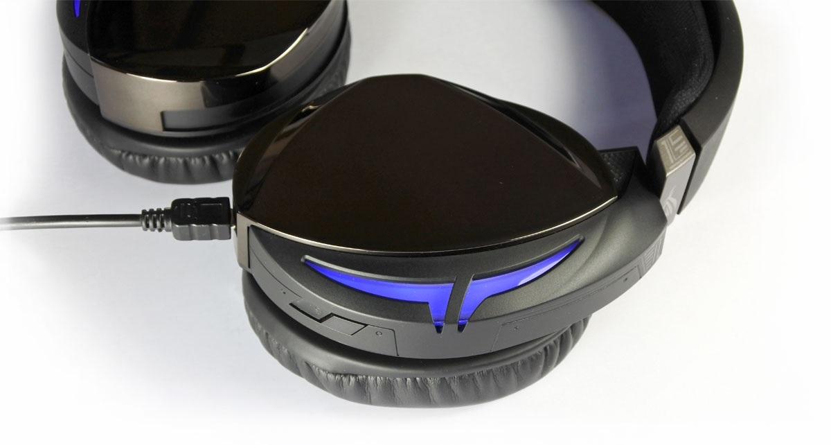 Asus ROG Strix Fusion 500; podsvětlené náušníky
