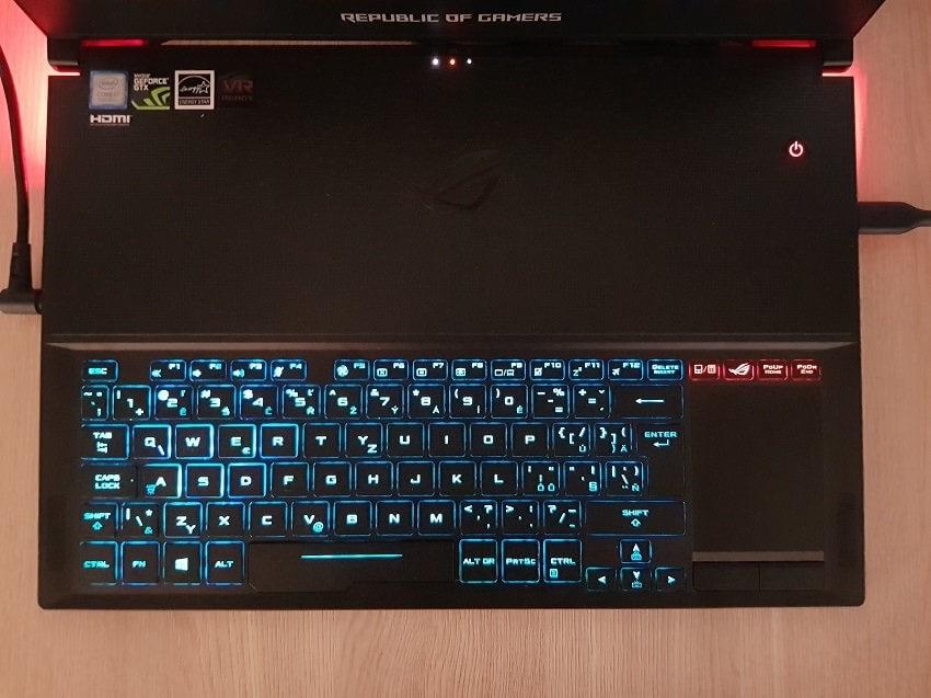 ASUS Zephyrus GX501GI, klávesnice