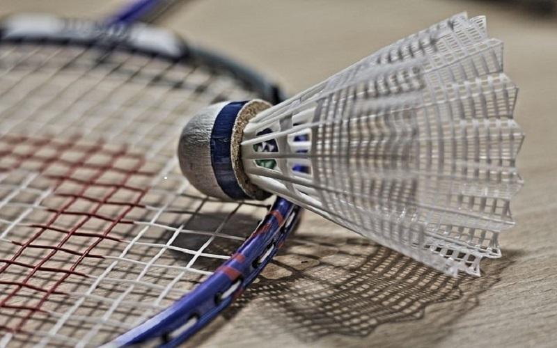 Badminton;raketa;košíček