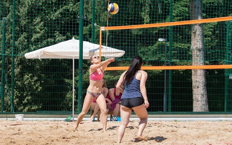 beach volejbal sport na hubnutí