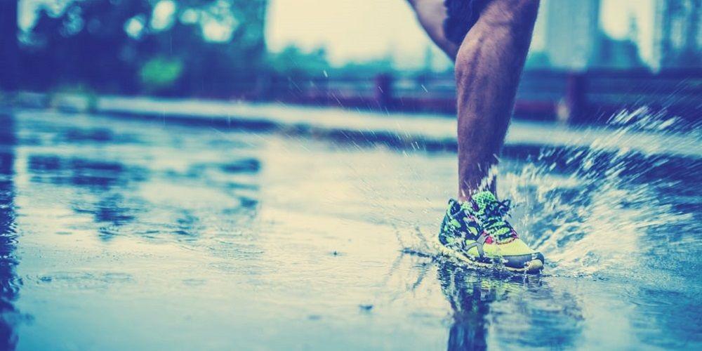 Běžec; déšť