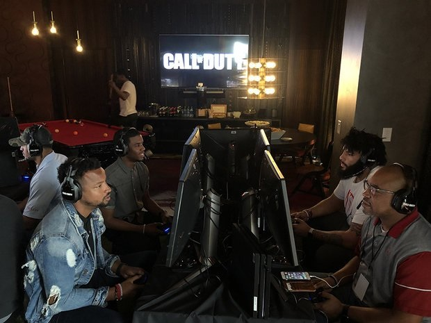 Call of Duty Partner event; screenshot: NFL players