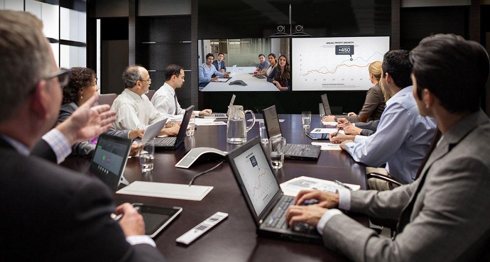 Cesta notebooku - nápad, pracovníci v zasedačce