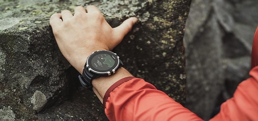 Chytré hodinky; horolezec; skála